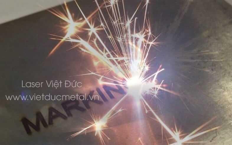 Giá máy khắc laser kim loại