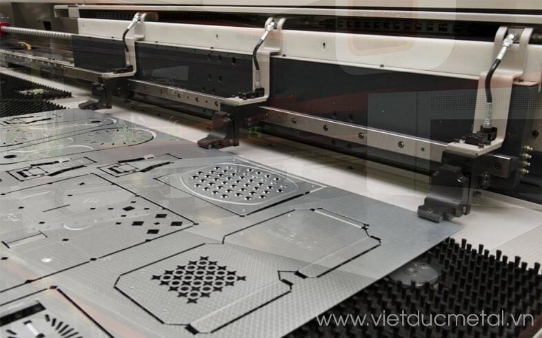 Máy đục lỗ CNC là gì