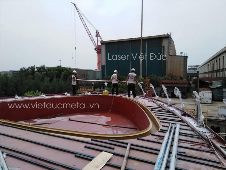 Thi công lắp đặt trụ lan can kính cho tàu du lịch 5 sao