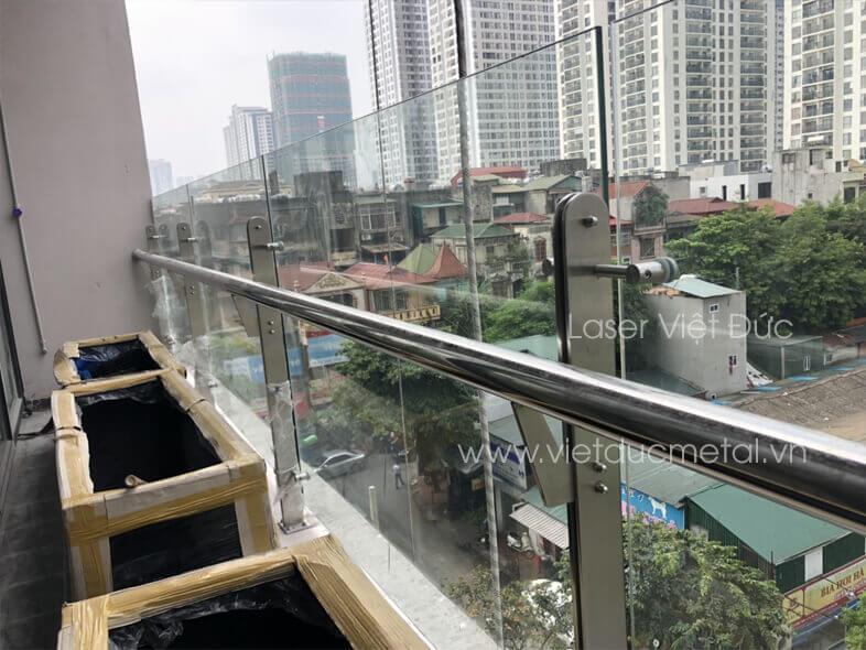 Trụ lan can kính cho trung tâm thương mại