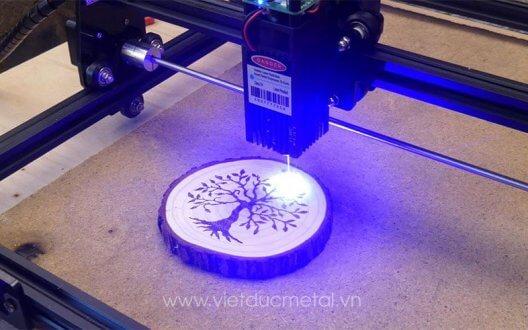 Ứng dụng của máy khắc laser trong các lĩnh vực đời sống hằng ngày