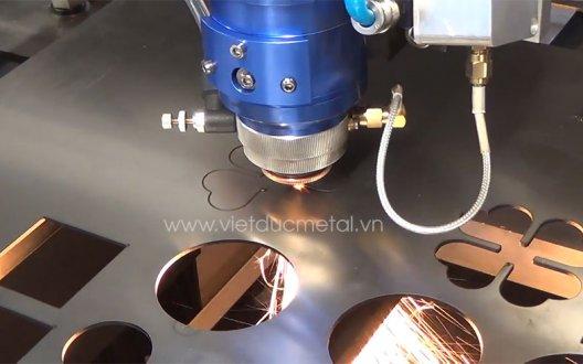 Tìm hiểu về máy cắt inox không bavia trong gia công cơ khí