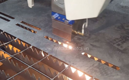 Tìm hiểu một số loại máy cắt thép tấm được sử dụng phổ biến