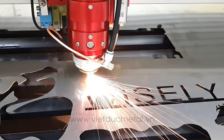 Máy CNC cắt inox