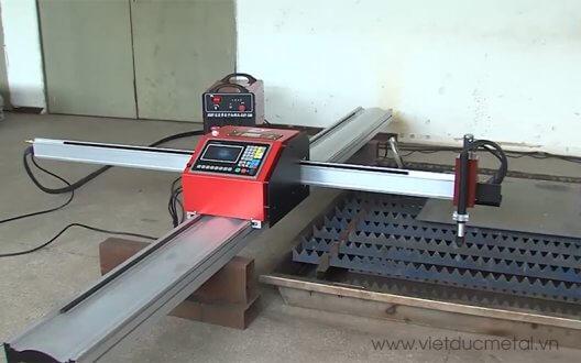 Máy cắt cnc cầm tay vô cùng tiện dụng trong gia công cơ khí