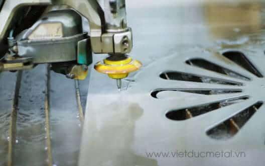 Công nghệ cắt kim loại bằng tia nước nhanh chóng hiệu quả