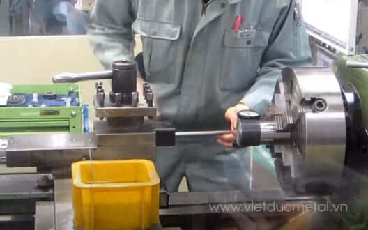 Hướng dẫn vận hành máy tiện CNC an toàn – nhanh chóng – chính xác